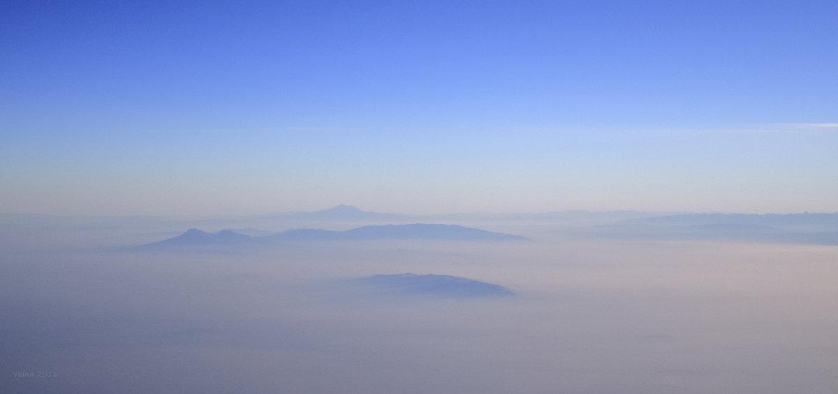 Вершины гор над облаками - Наталья Волкова
