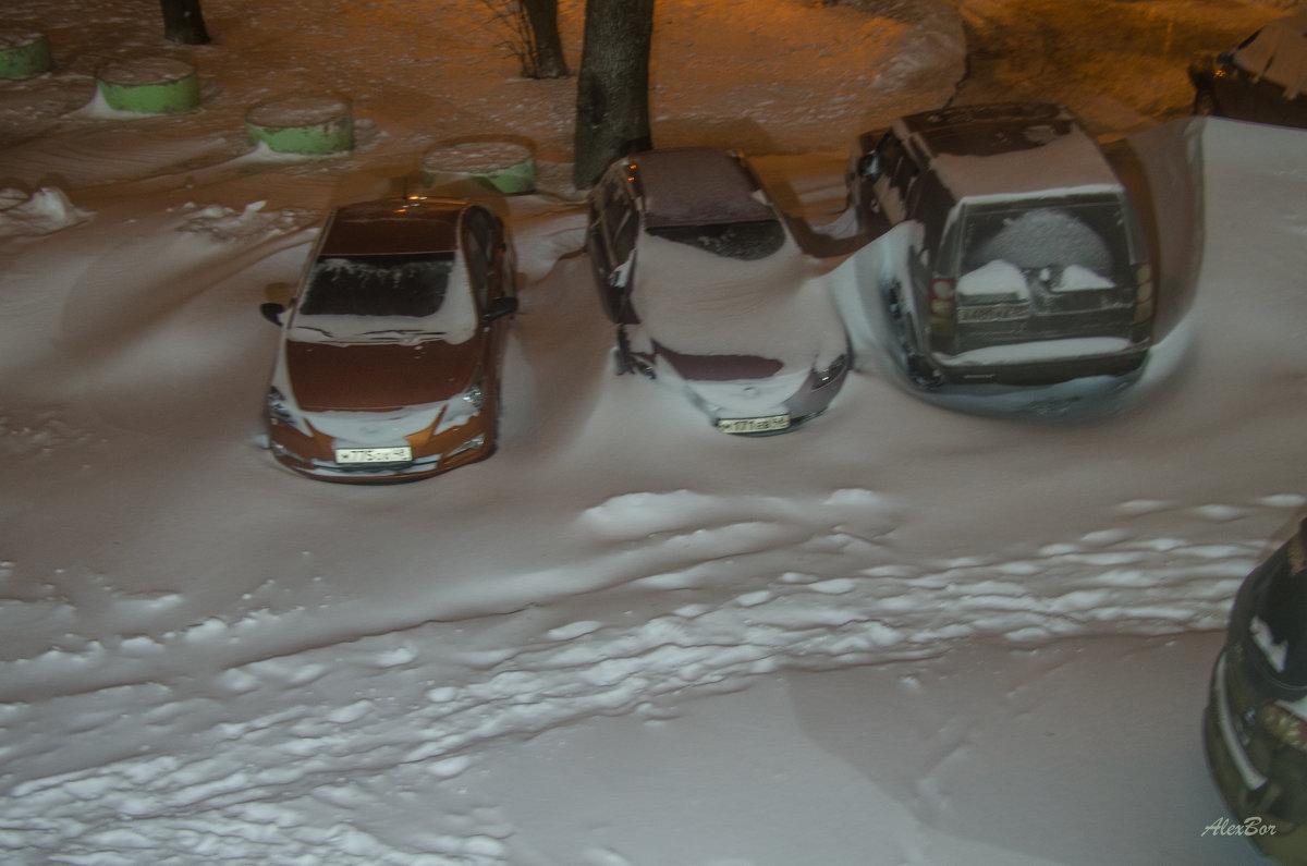 вид из окна во двор... - Алексей Бортновский