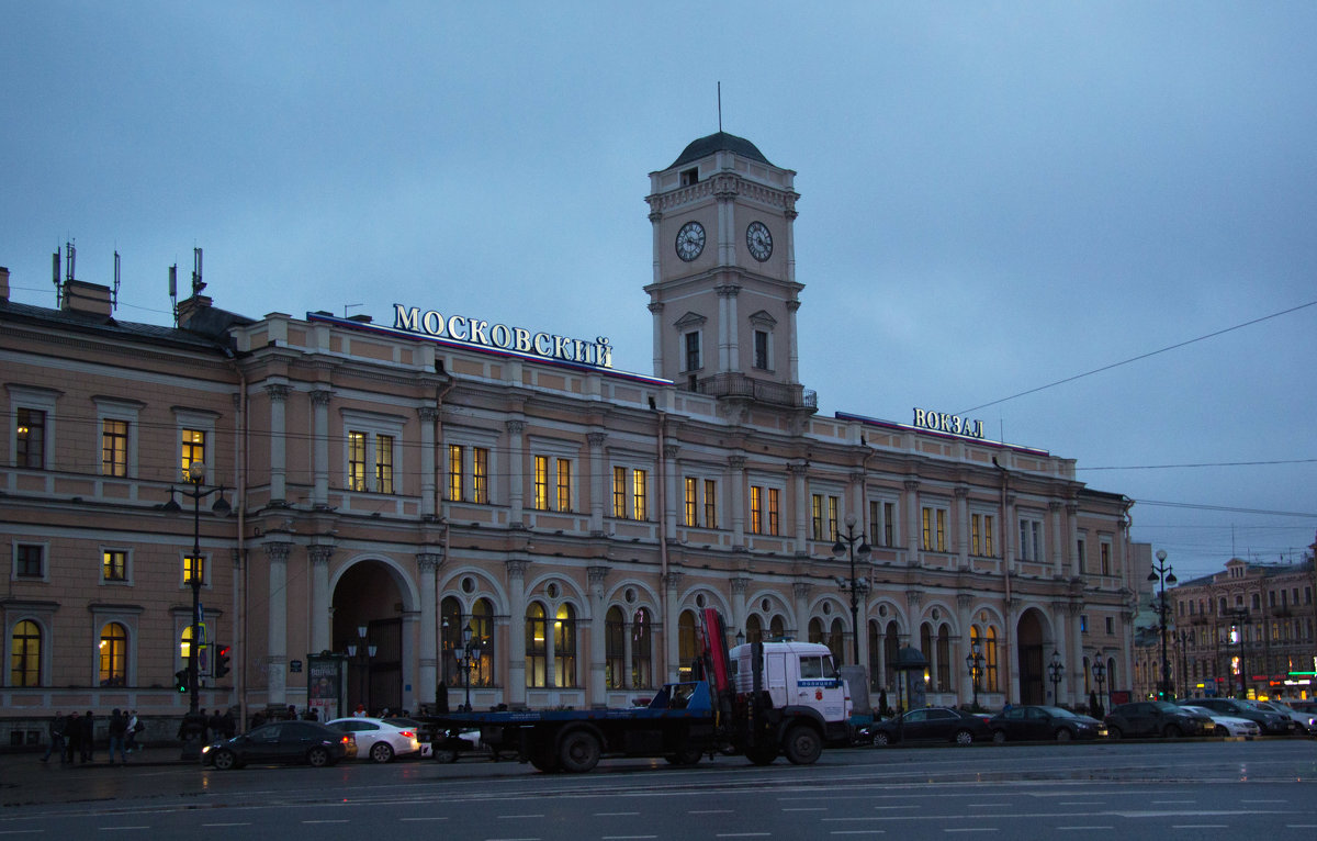 У вокзала - Aнна Зарубина