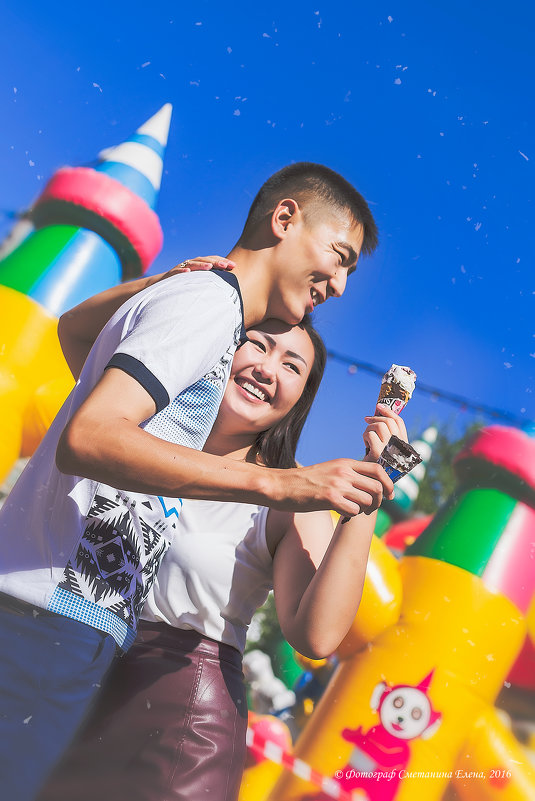 Красивая Love story Ании и Анарбека возле аттракционов! - Елена Сметанина