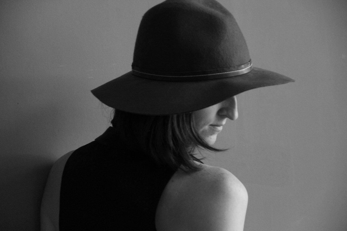 Девушка в шляпе - Юська Шорникова