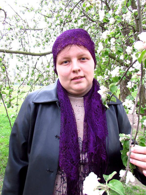 Я около цветущей веточке Яблуны - Тоня Просова