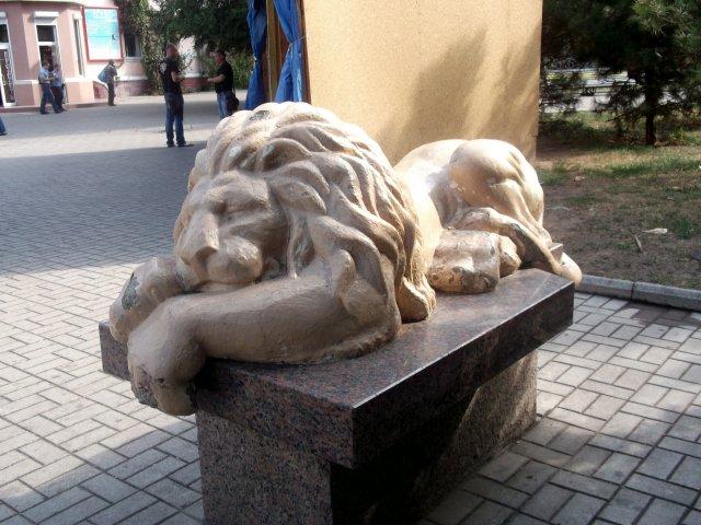 Скульптура на приморской площади - Svetlana Lyaxovich