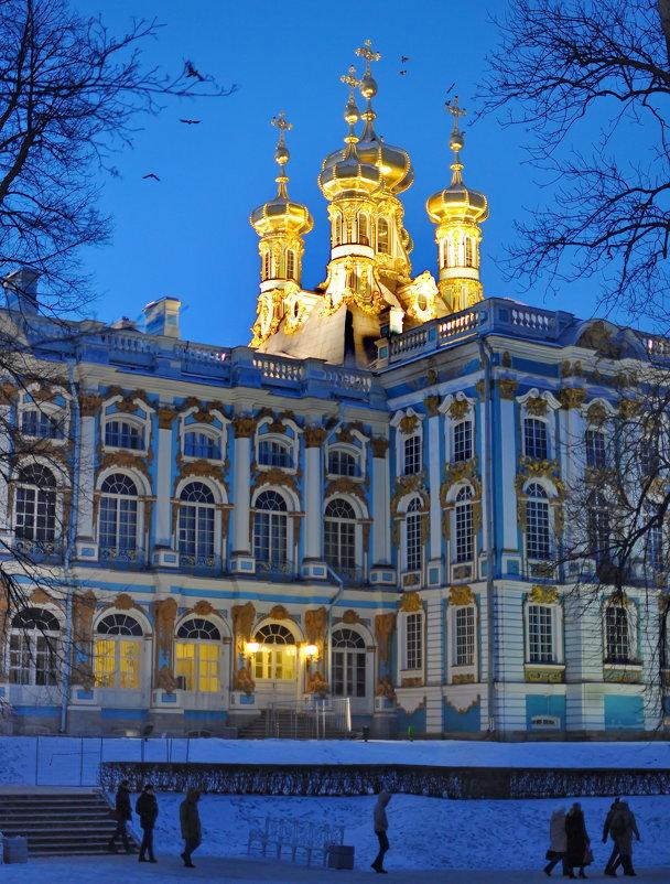 И Пусть стоят дворцы эти в веках как символ мощи и величия державы - Алексей Михалев