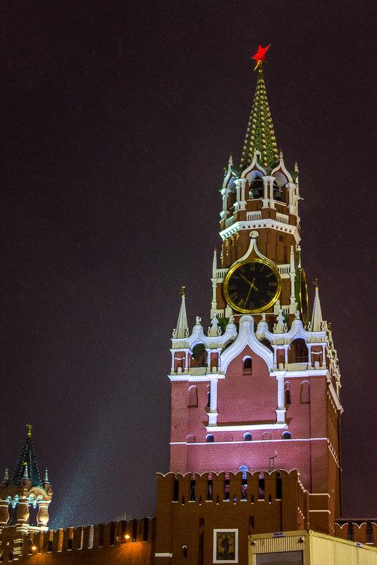 Спасская башня Московского Кремля в свете огней ГУМ-ярмарки - Наталья Верхотурова