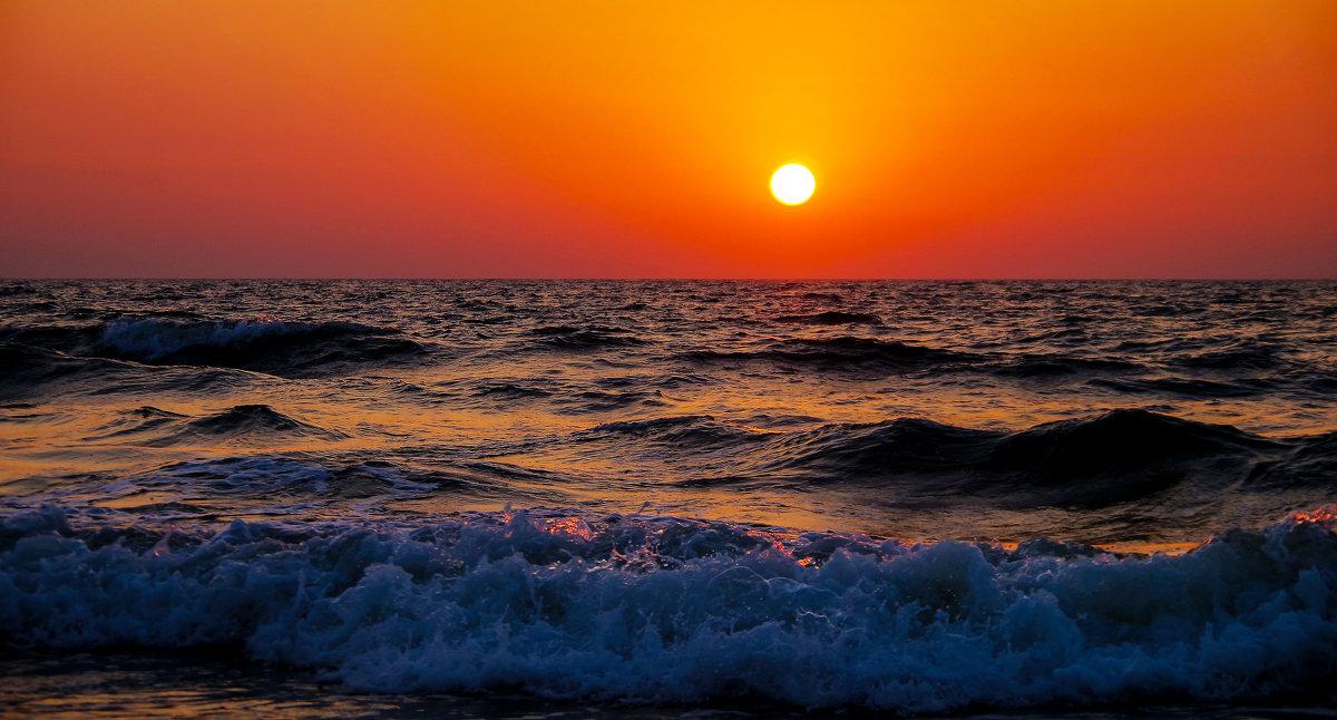 Море тоже волнуется... - Лариса Журавлева
