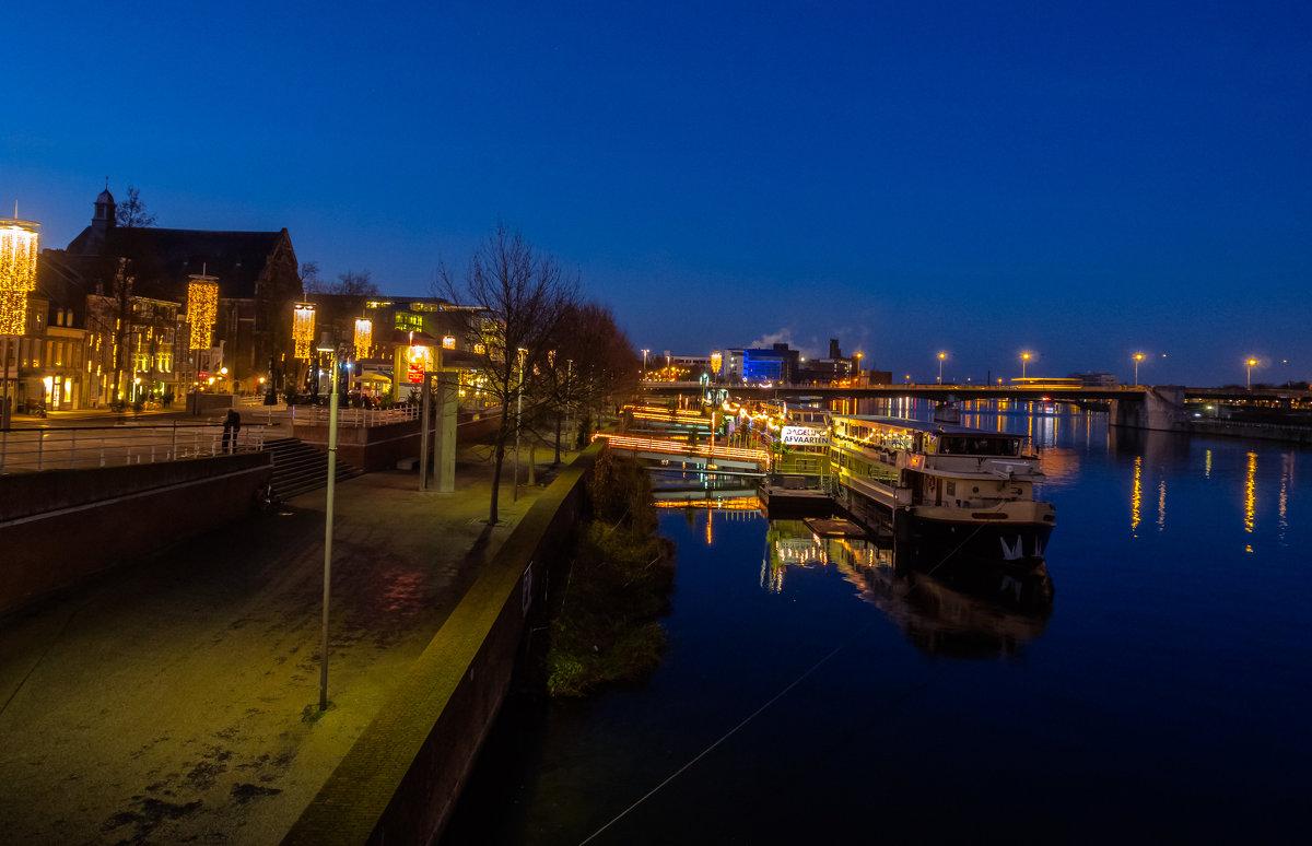 Река Маас и набережная Маастрихта, Голландия - Witalij Loewin