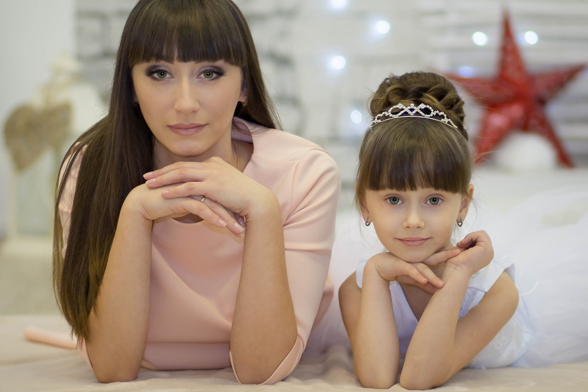 Мама и дочь - Oksana Likhadziyeuskaya