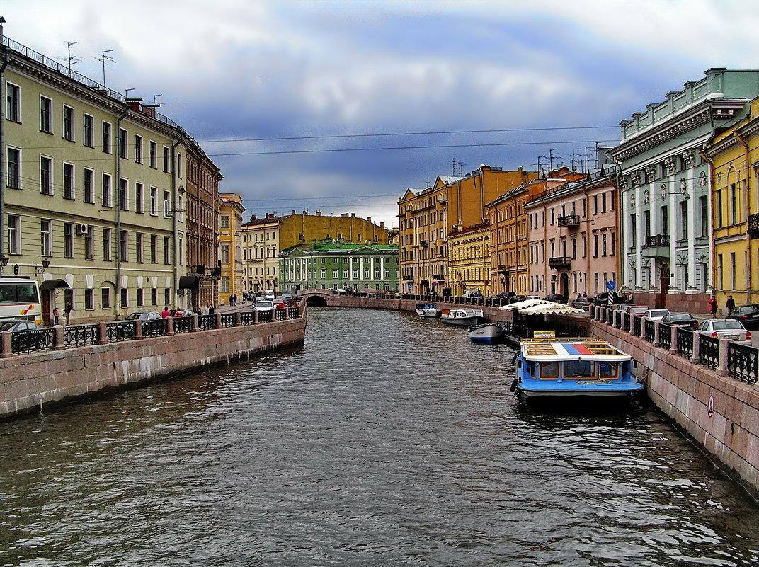 Река Мойка с Большого Конюшенного моста в сторону Невского проспекта. - Владимир Ильич Батарин