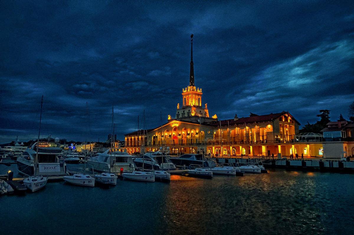 В городе Сочи темные ночи - Андрей