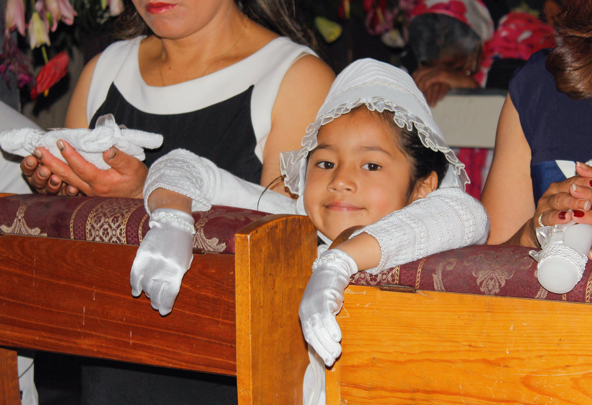 Девочка в церкви - Elena Spezia