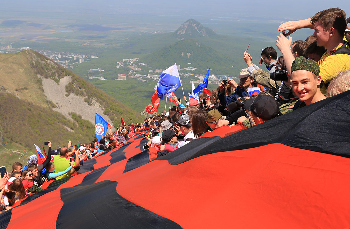 Массовое восхождение на гору Бештау в честь Дня Победы! - Леонид Сергиенко