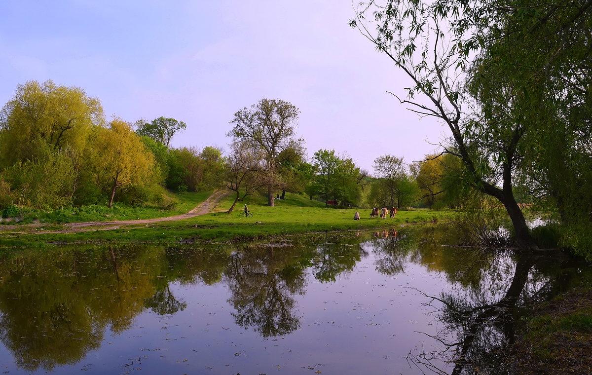 У реки - Валентина Данилова