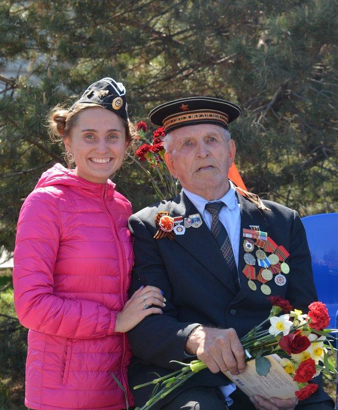 Поздравляю с Днём Победы и хочу пожелать из года в год жить под ясным и чистым небом - Таня Фиалка