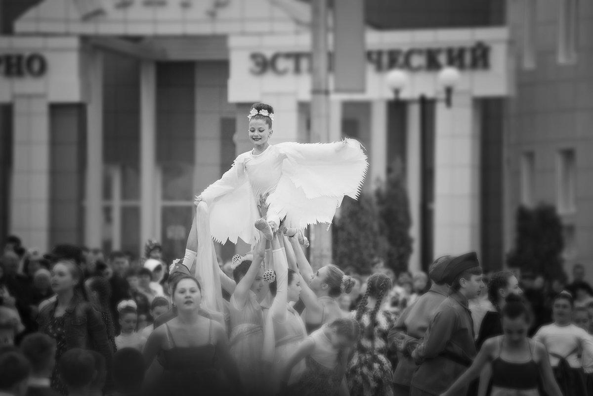 Голубь мира (на праздновании 9 мая) - Инна Голубицкая