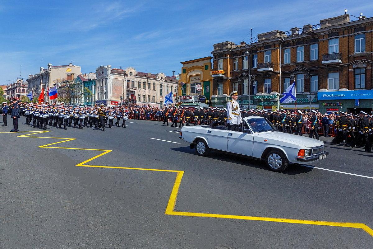 Юные нахимовцы открывают парад во Владивостоке - Абрис