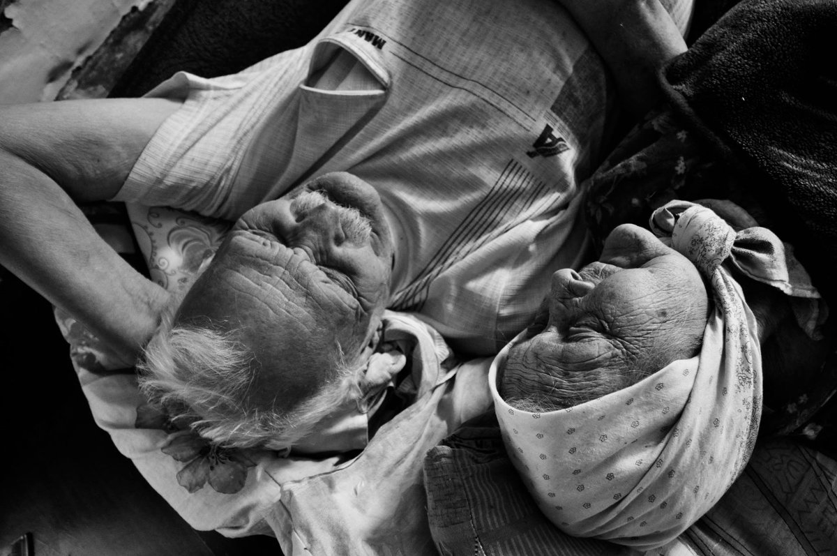 Бабушка рядышком с дедушкой - Я Сурико