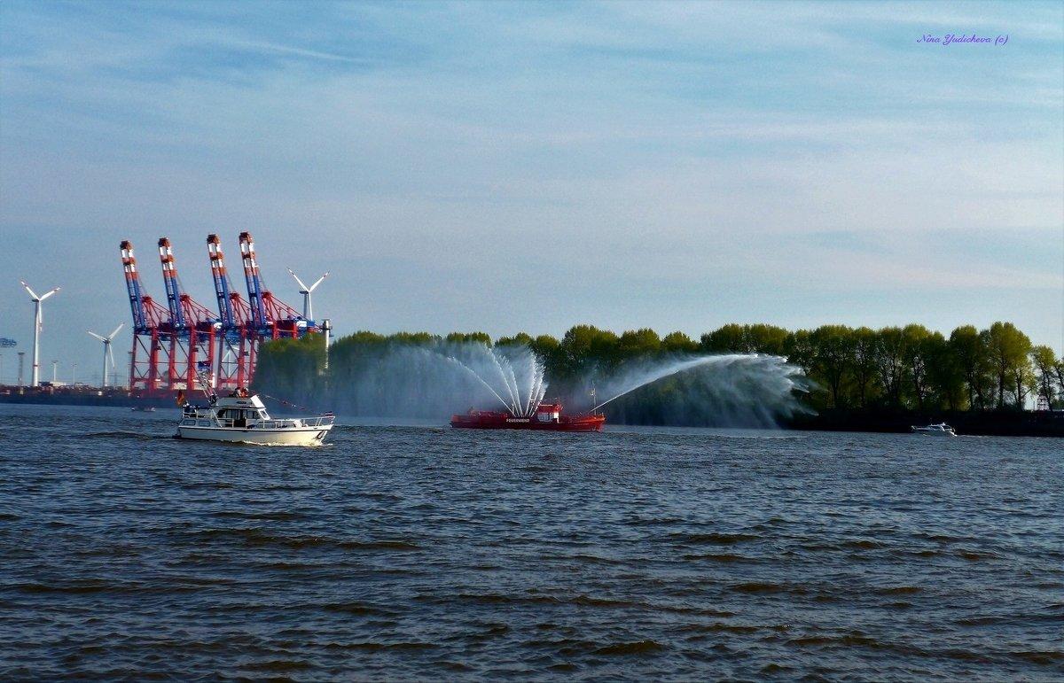 День рождения порта (серия). Плавучий фонтан - Nina Yudicheva
