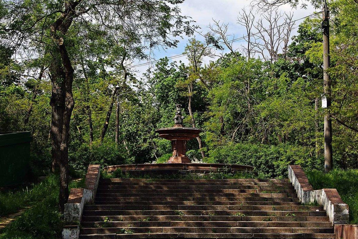 старый фонтан в старом парке - Александр Корчемный