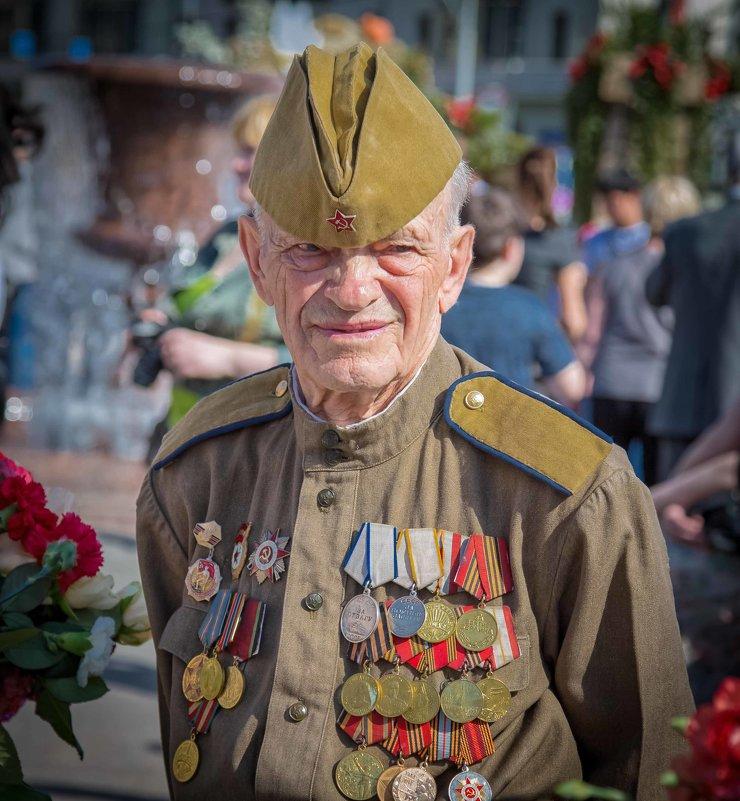 Солдат - Игорь .