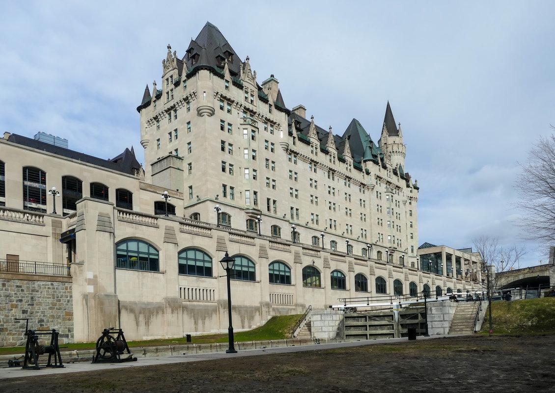 Подойдя поближе к замку-отелю Шато-Лорье... (Оттава, Канада) - Юрий Поляков