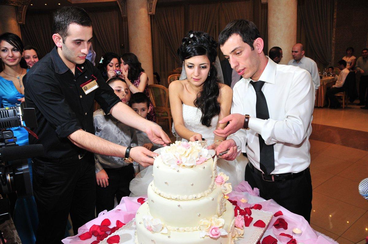Раздача свадебного торта! - Валерий Подорожный