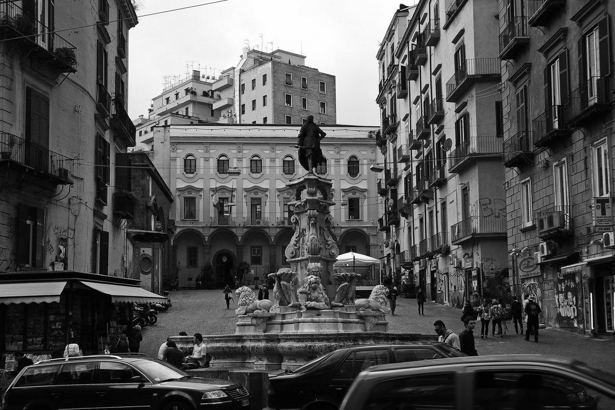 Будни маленькой Неаполитанской площади... - M Marikfoto