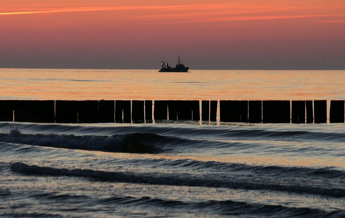Корабли уходят на закат. - Юрий. Шмаков