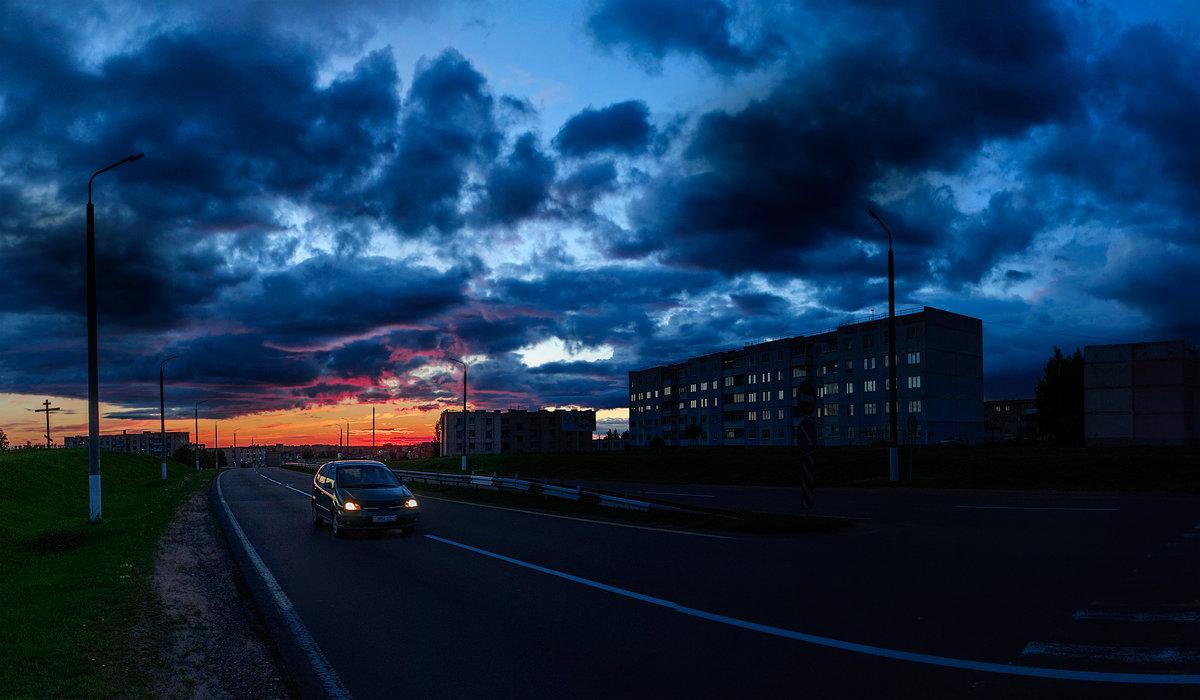 Такое над трассой  небо в июле - Анатолий Клепешнёв