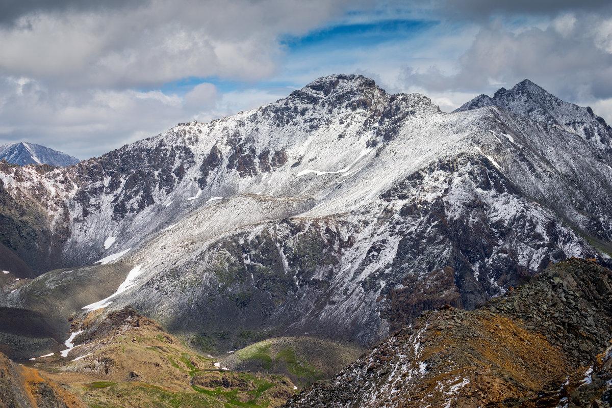В горах - Максим Бородин