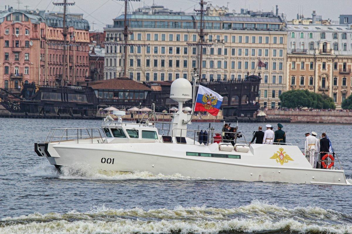 Президент принимает первый парад ВМФ в Санкт-Петербурге - Larisa