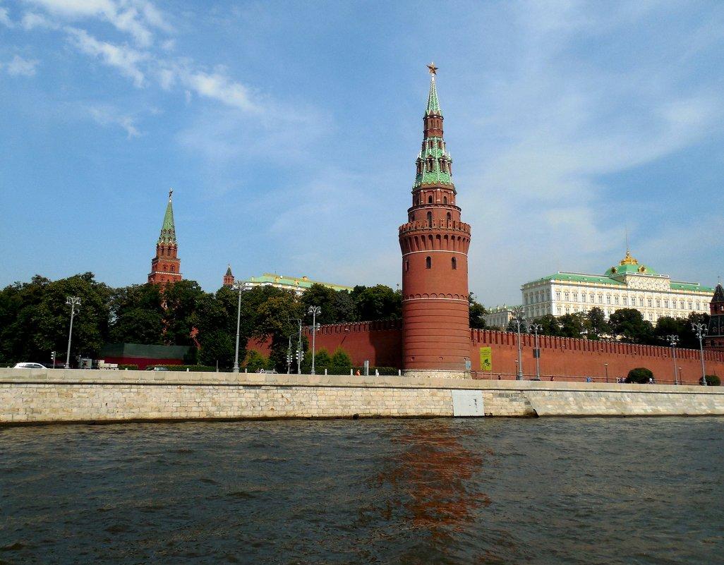 Водовзводная башня Кремля. - Мила