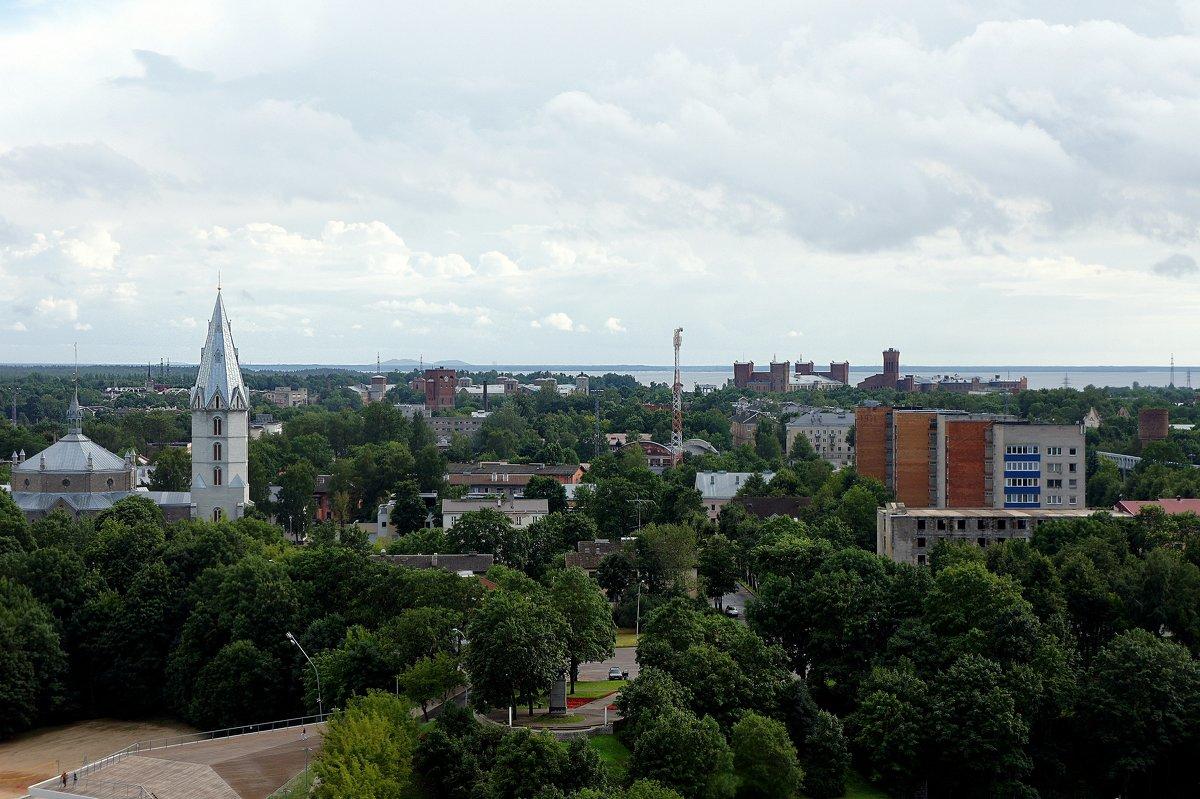 Александровская кирха  (слева) и справа вдали кирпичные здания Кренгольма - Елена Павлова (Смолова)