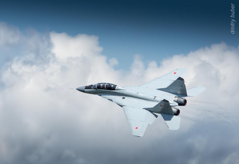 Над облаками МиГ 29М2 демонстратор МиГ 35 - Дмитрий Бубер