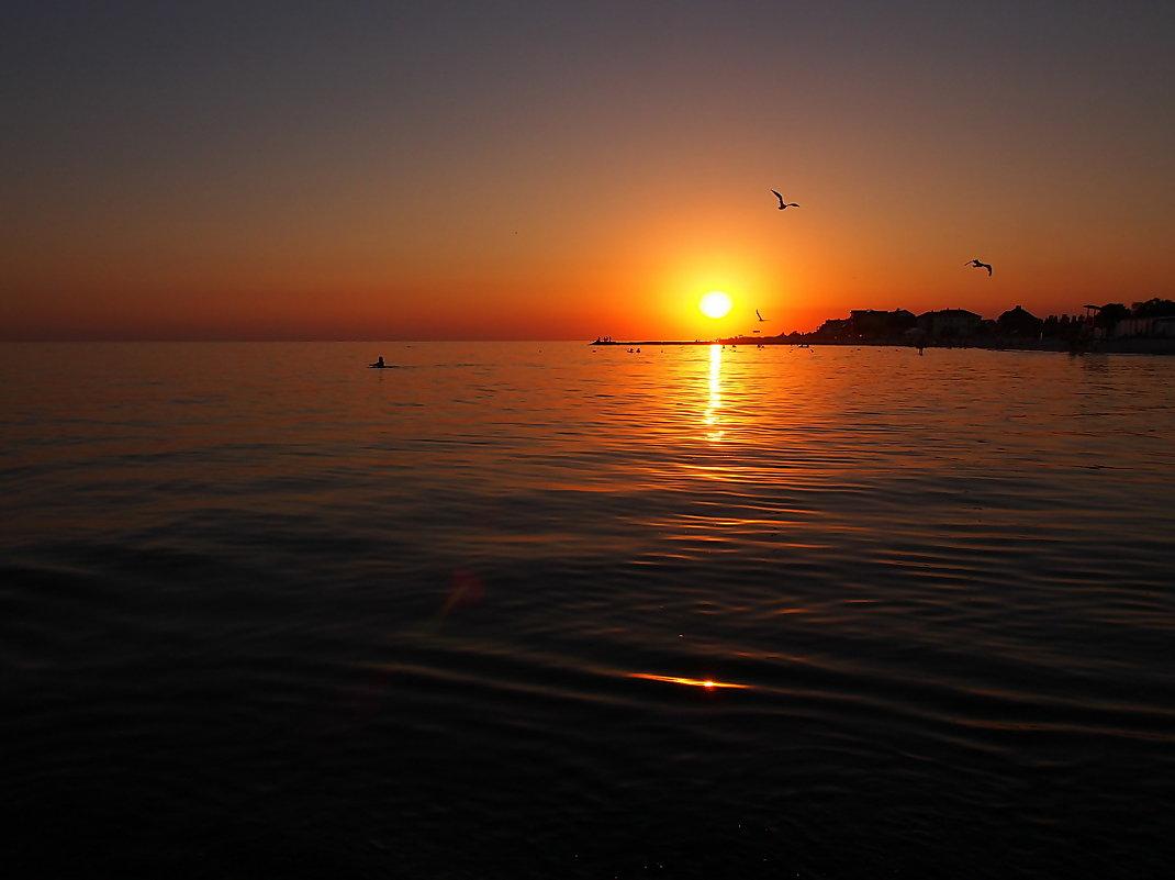 The Box - пляж эмоций. Такие там закаты рисовались... - Александр Резуненко