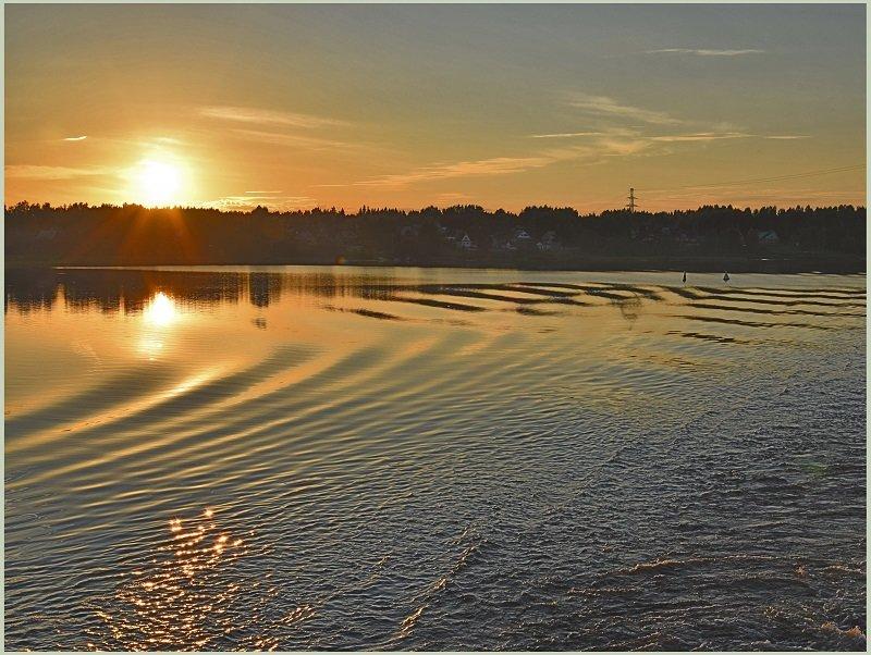 Рассвет над рекой - Александр