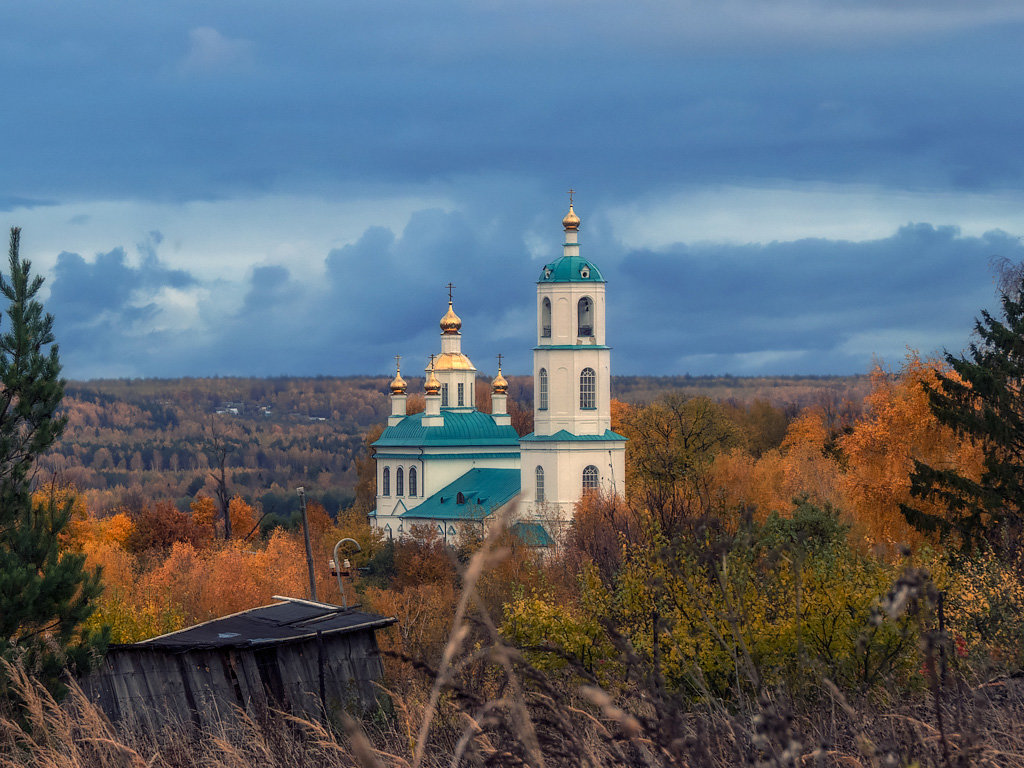Окруженная осенью - Сергей Цветков