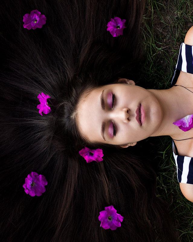 Цветы в волосах - Оксана