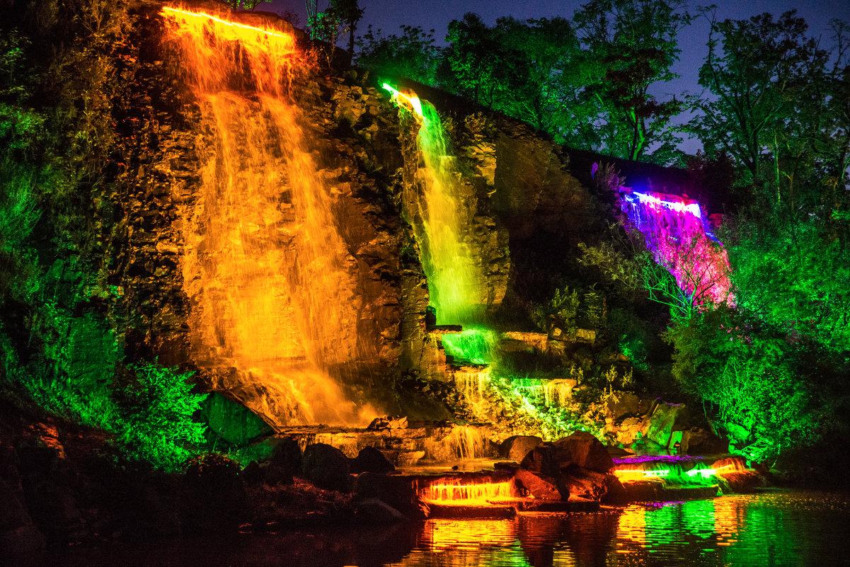 Искусственный водопады. Набережная ДВФУ. Владивосток - Дмитрий