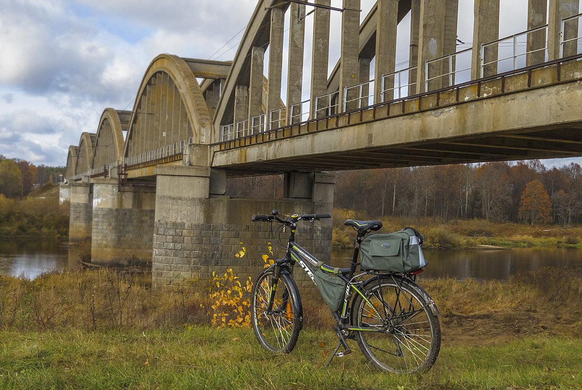 У моста - Сергей Цветков