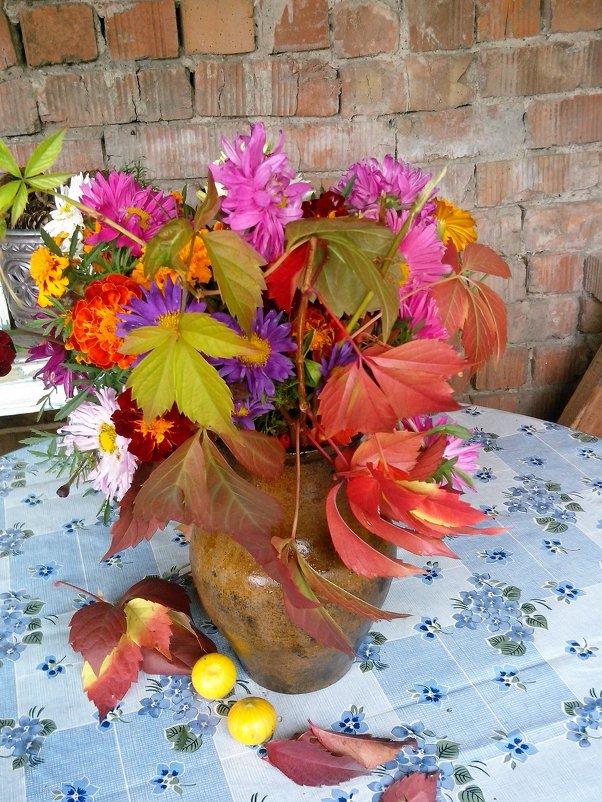 натюрморт из осенних листьев - венера чуйкова