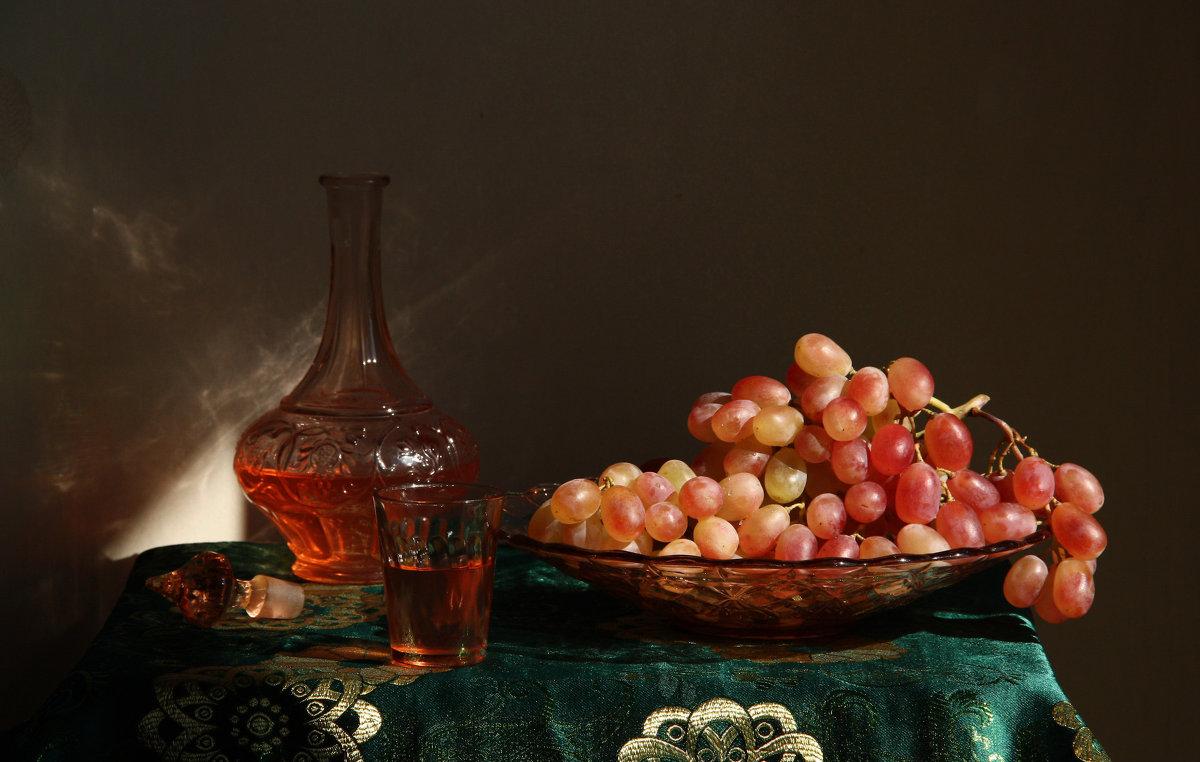 Натюрморт с виноградом - Елена Чаусова