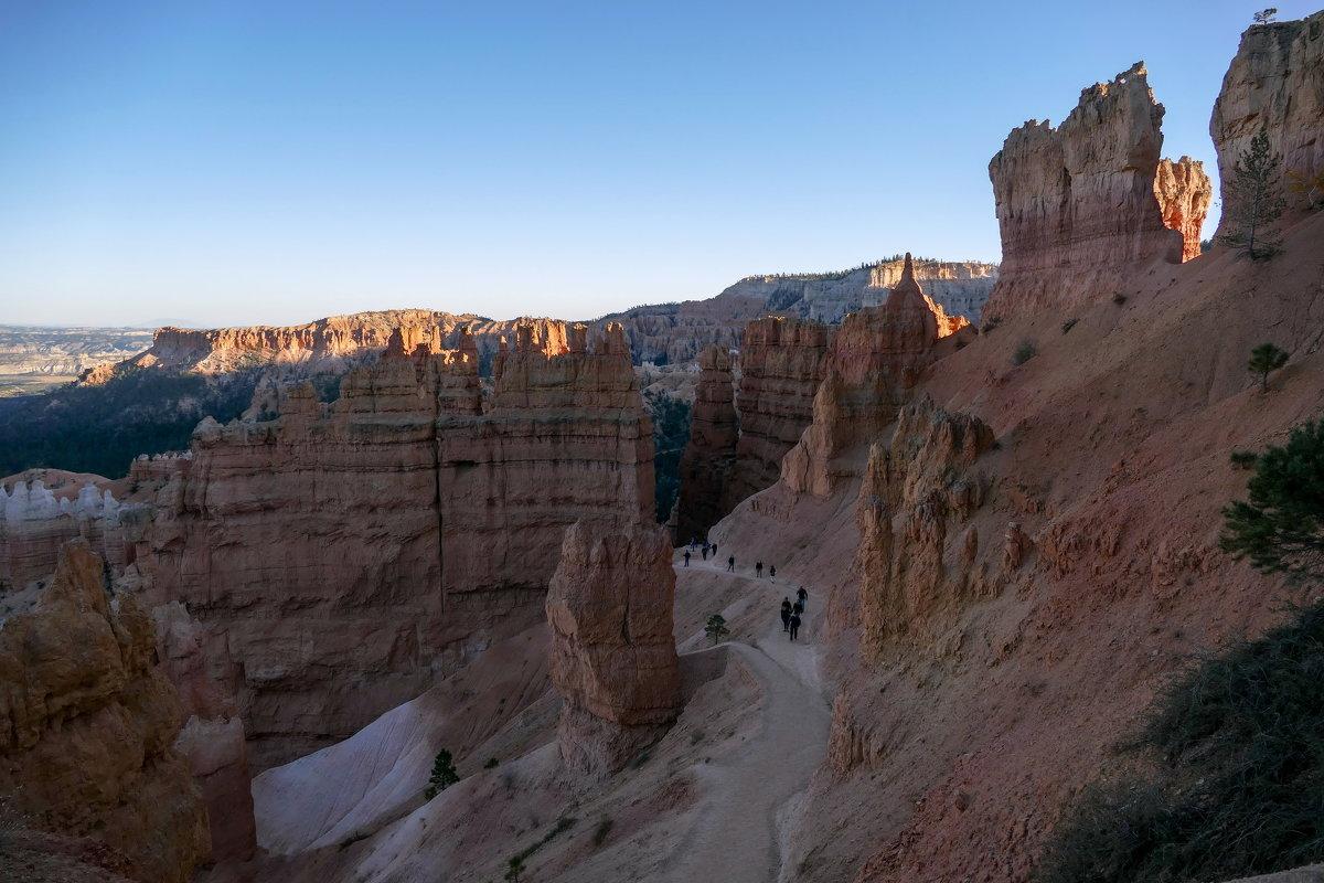 Вечер. Идём по индейской тропе Навахо вглубь каньона Брайс (США) - Юрий Поляков