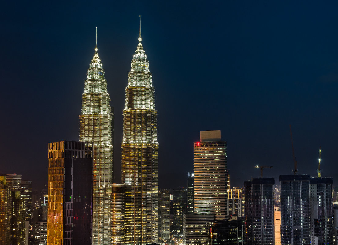 Башни Петронас (Petronas Twin Towers), Куала-Лумпур, Малайзия. - Edward J.Berelet