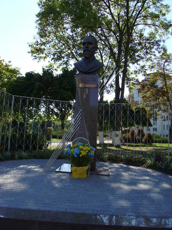 Памятник   Ивану   Пулюю   в   Ивано - Франковске - Андрей  Васильевич Коляскин