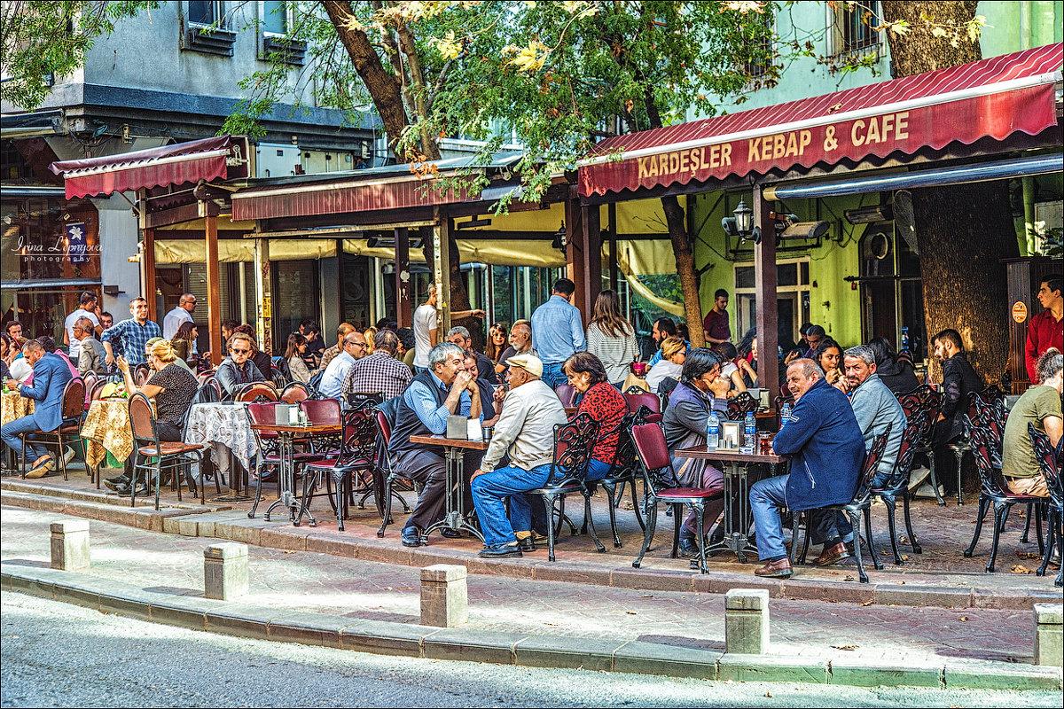 Популярное уличное кафе в Джихангире - Ирина Лепнёва