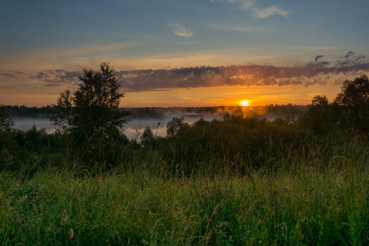 Всходило солнце за рекой и начиналось утро - Сергей Дишук