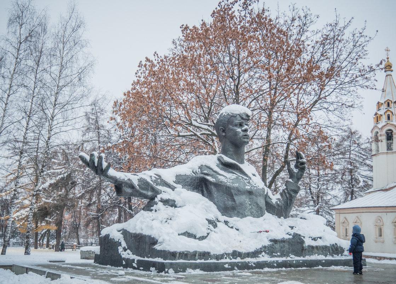 У памятника С. Есенина в Рязани - Константин Поляков