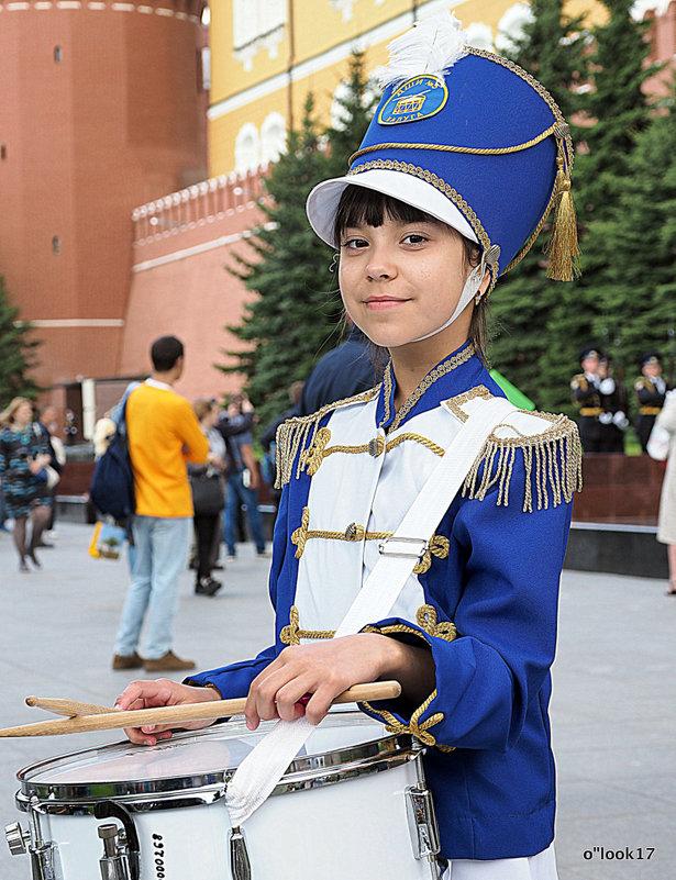 юная краса и барабанщица - Олег Лукьянов