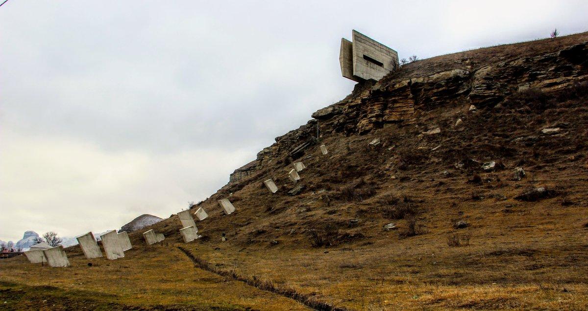 Фрагмент памятника защитникам Кавказа - Вячеслав Случившийся